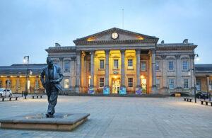 Huddersfield - Manchester Airport Transfers | Luxury Chauffeur